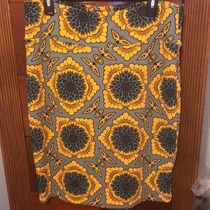 Cool printed LulaRoe skirt!!😄